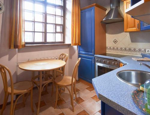 Cozy Apartment in Gothic style house in the Heart of the Old Town