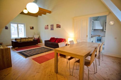 Dream Stay - Superior 2 Bathroom Family Apartment in Old Town