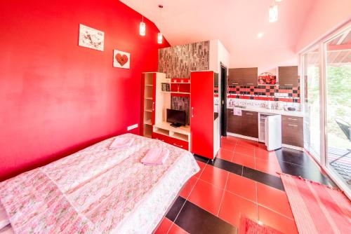 VIP Red Love house for 2