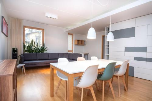 Dream Stay - Stylish Apartment near Old Town with Free Parking