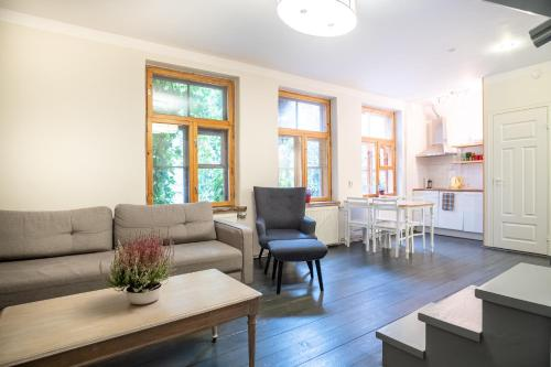 Dream Stay - Bright 2-Bedroom 2-Floor Old Town Apartment