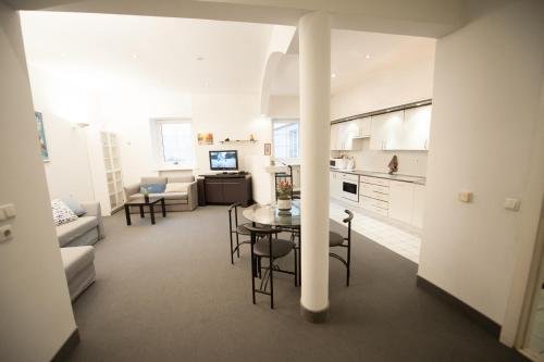 Cosy & Spacious 2 BDR, 85 m2 ,Old Town Apartment