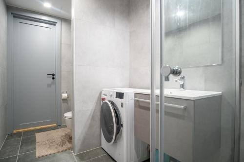 Dream Stay - Brand New Apartment with Balcony & Free Parking