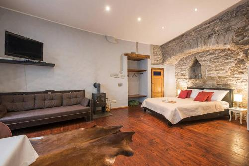 Medieval Wall Apartments- Contactless Check in